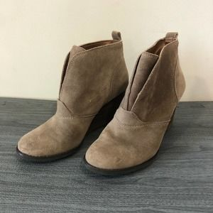 Lucky Brand Yasmin Tan suede ankle boots 8